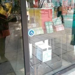 Sonnette PMR tactile pour vitrine