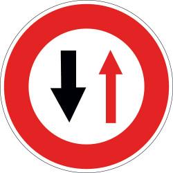 Panneau  B15 - Cédez le passage à la circulation en sens inverse