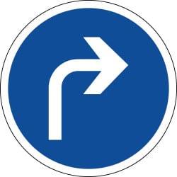 Panneau direction obligatoire à droite à la prochaine intersection - B21c1
