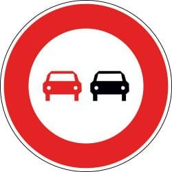Panneau interdiction de dépasser tous les véhicules à moteur autres que ceux à deux roues sans side-car - B3